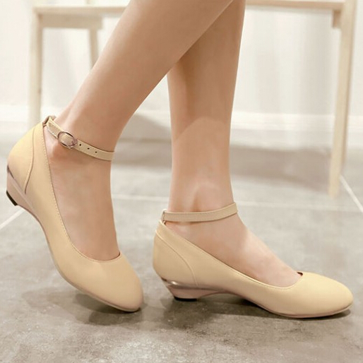 Low Heel Shoes With Ankle Strap hNf22FO2