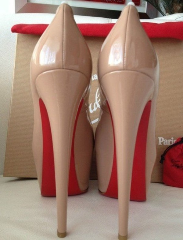 Nude And Red Heels h46EncyW