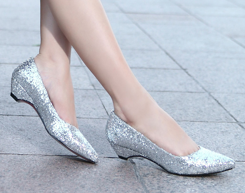 Silver Sparkly Low Heels KzQD8dog