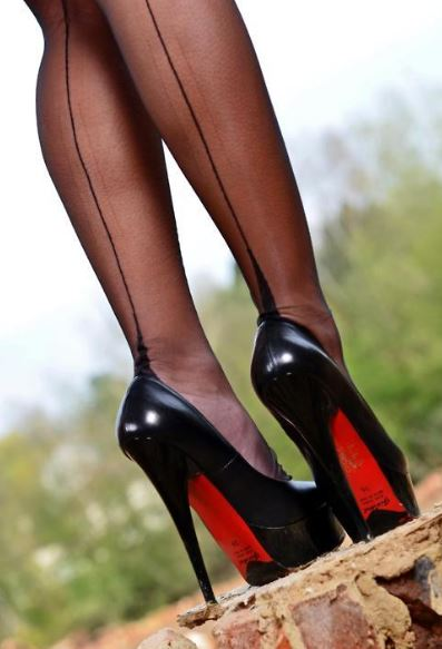 Stockings And High Heels Viv3NDQy